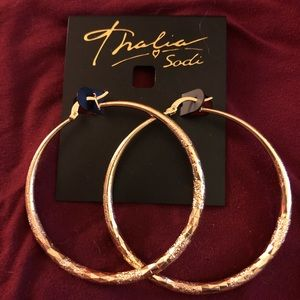 Nice gold colored earrings